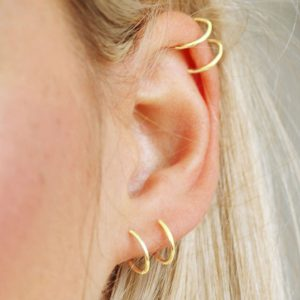 Basic gold ear cuff