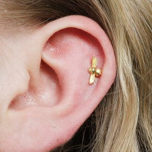 Small Gold bee stud earrings