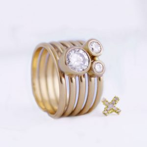 Bezel gold ring