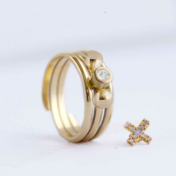 contemporary gold ring
