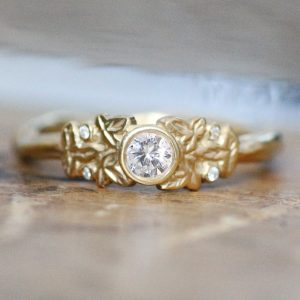 Gold cluster leaf diamond ring