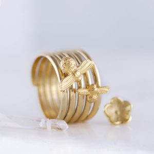 Large bee ring UK